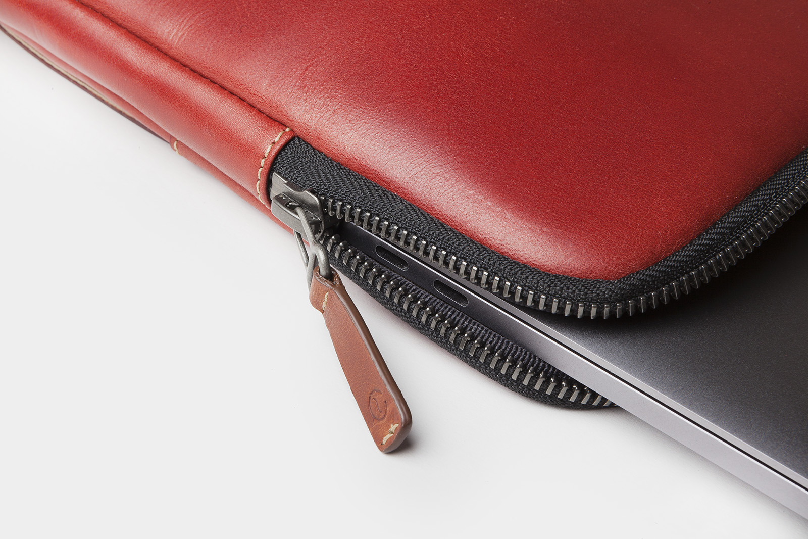 leather portfolio Colombia berry ykk detail