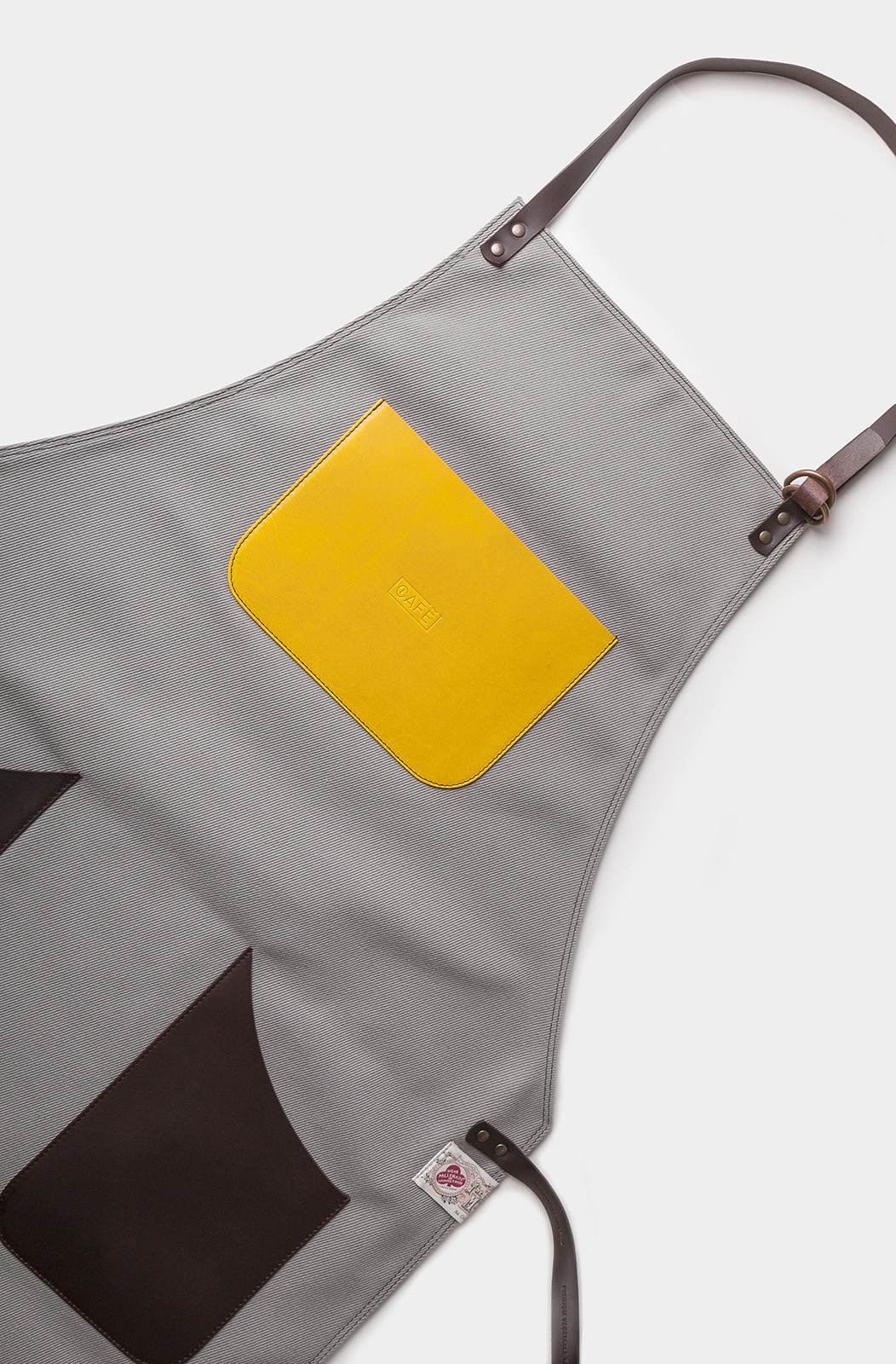 leather apron and canvas grey handcrafted in Spain