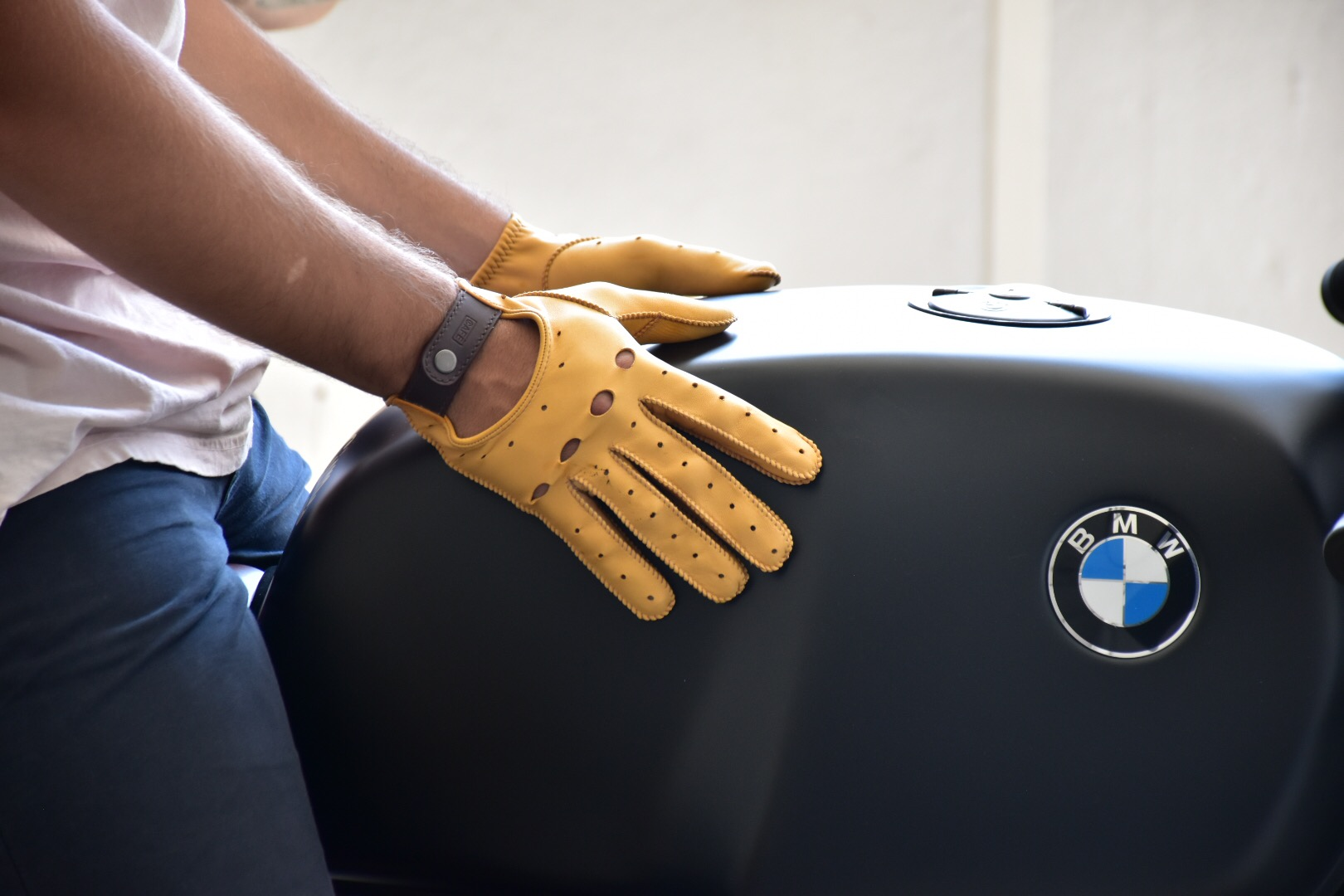 leather-driving-gloves