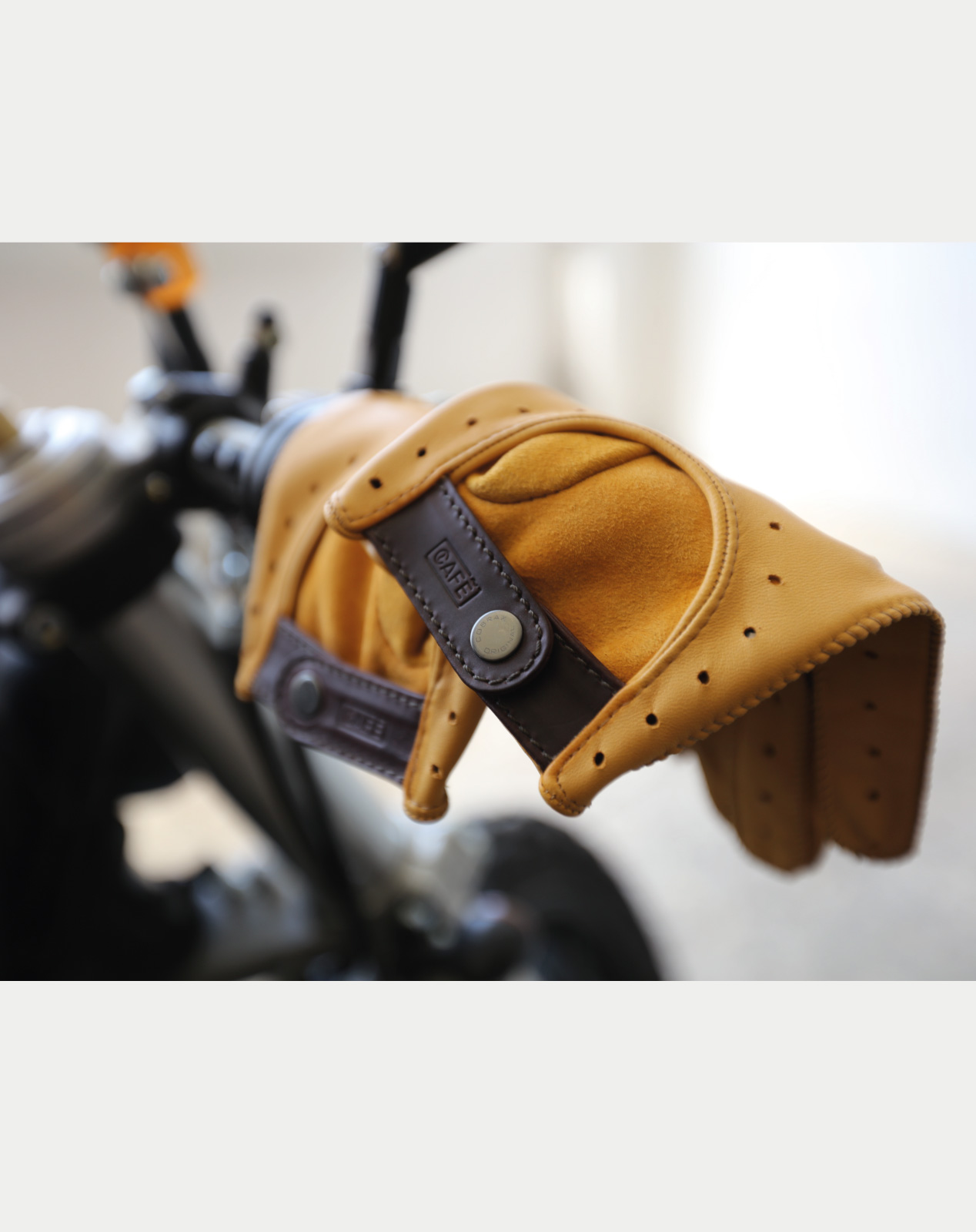 driving gloves handcrafted in Spain