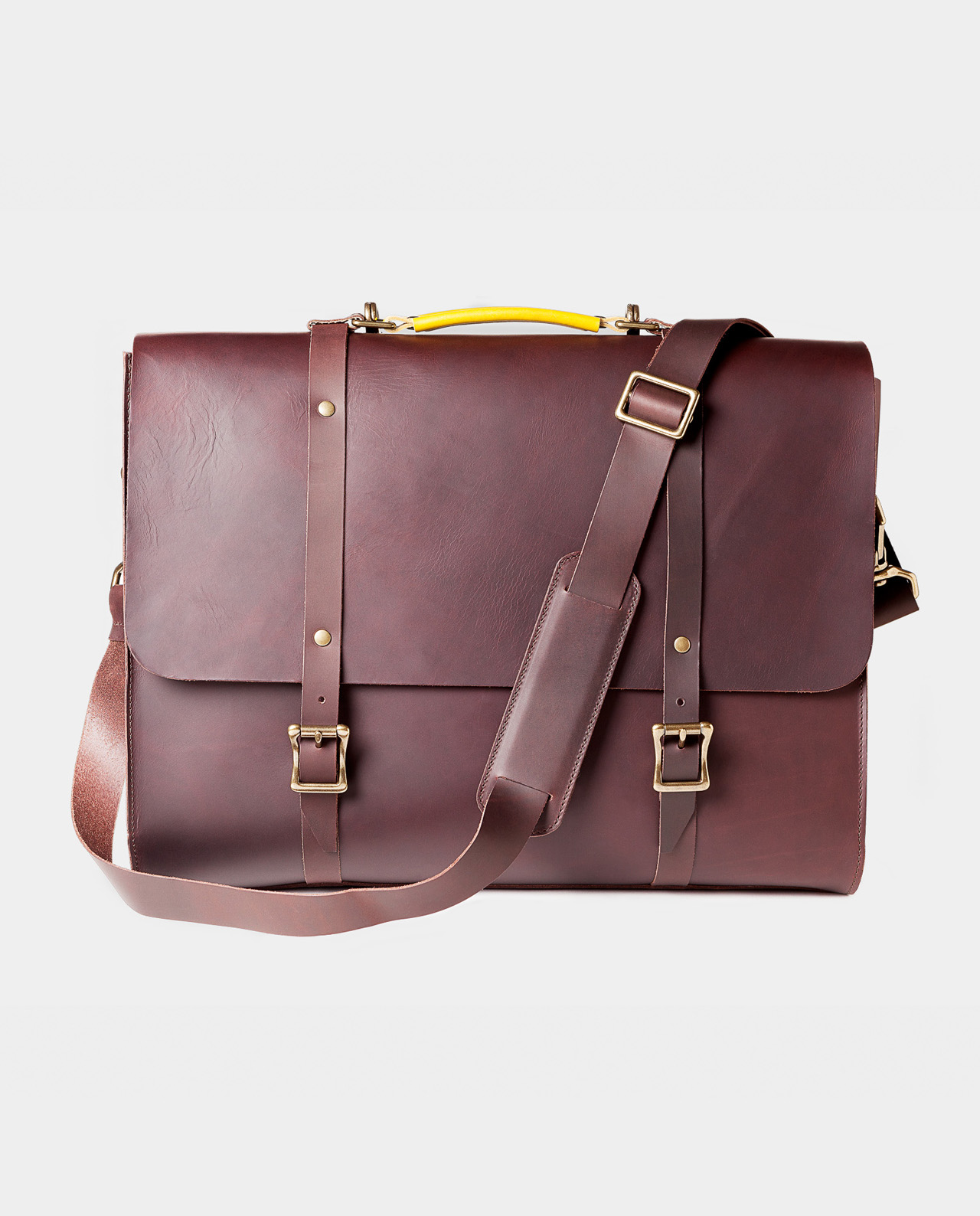 Functional and durable 3-in-1 leather briefcase handcrafted by artisans in Spain.